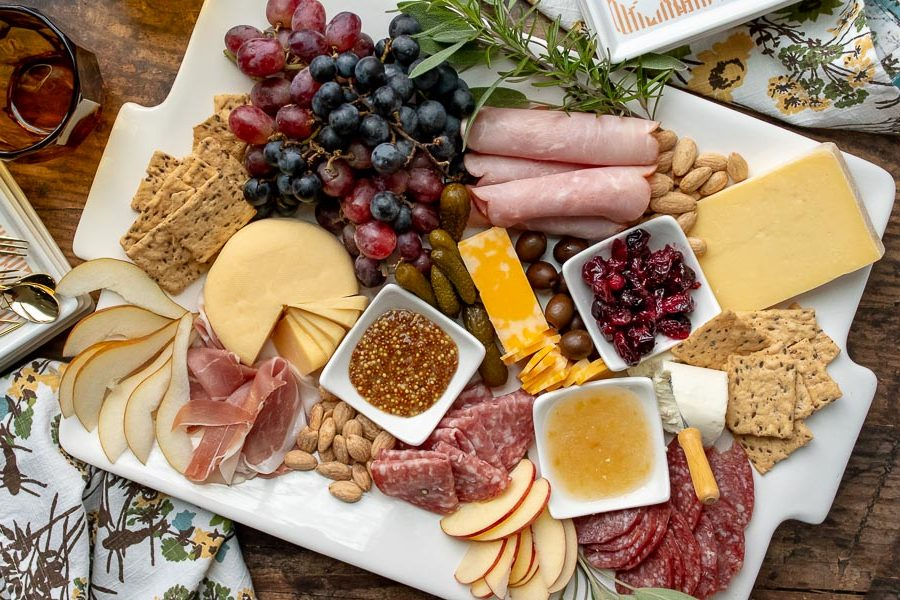 You are currently viewing How to Create a Beautiful and Tasty Charcuterie Board